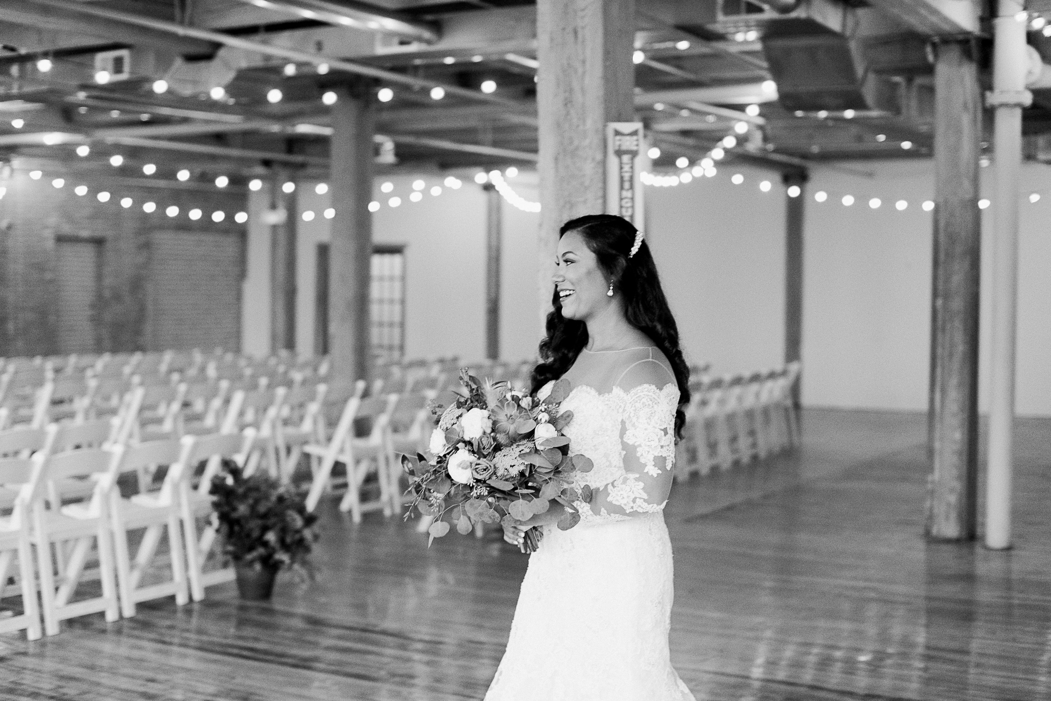 chicagoweddingphotographer_lacunalofts-1026.jpg