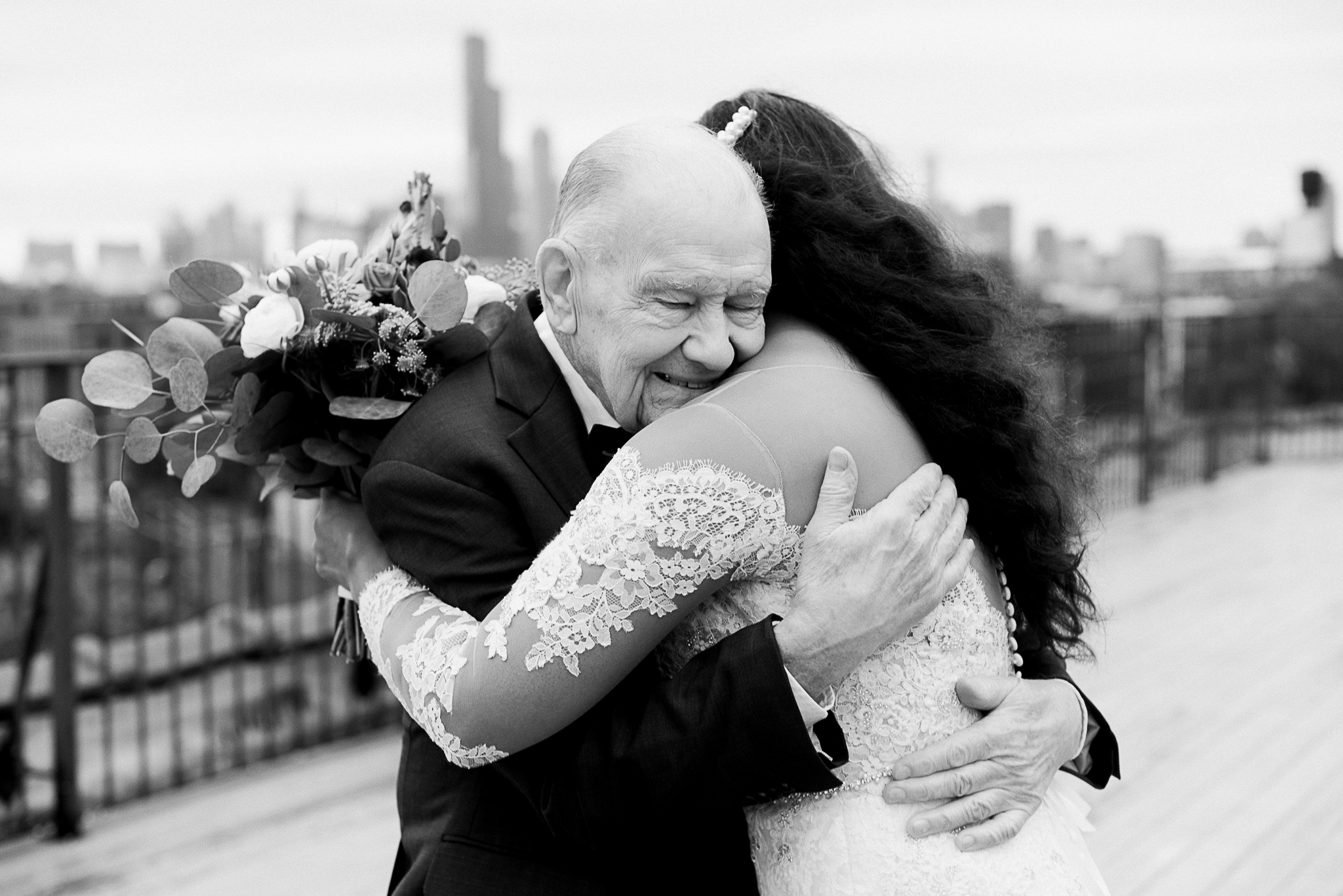 chicagoweddingphotographer_lacunalofts-1063.jpg
