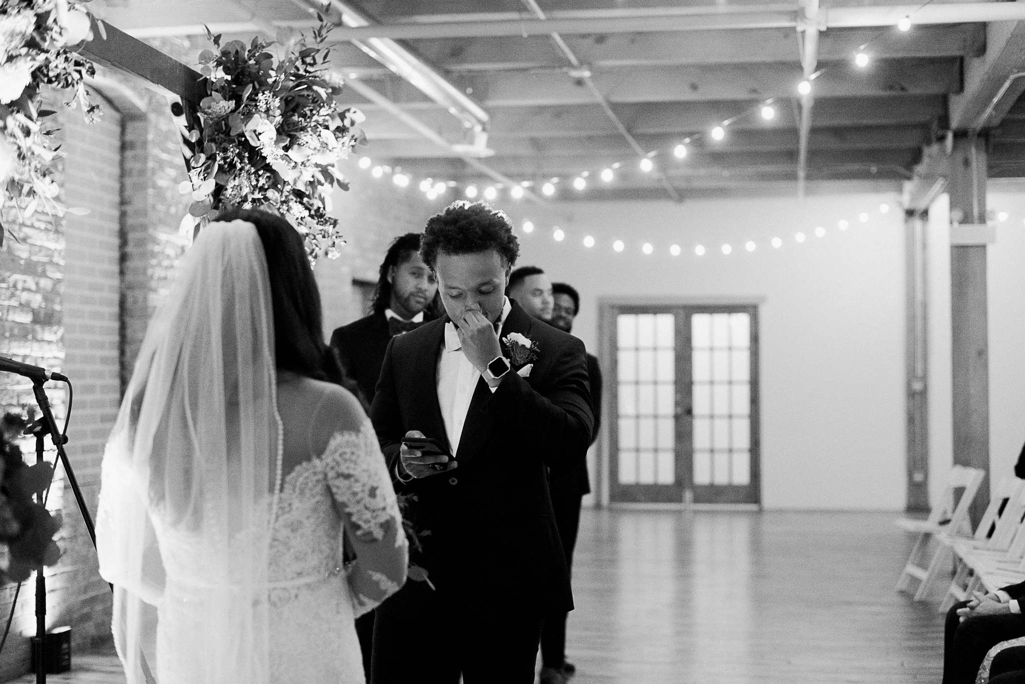 chicagoweddingphotographer_lacunalofts-1074.jpg