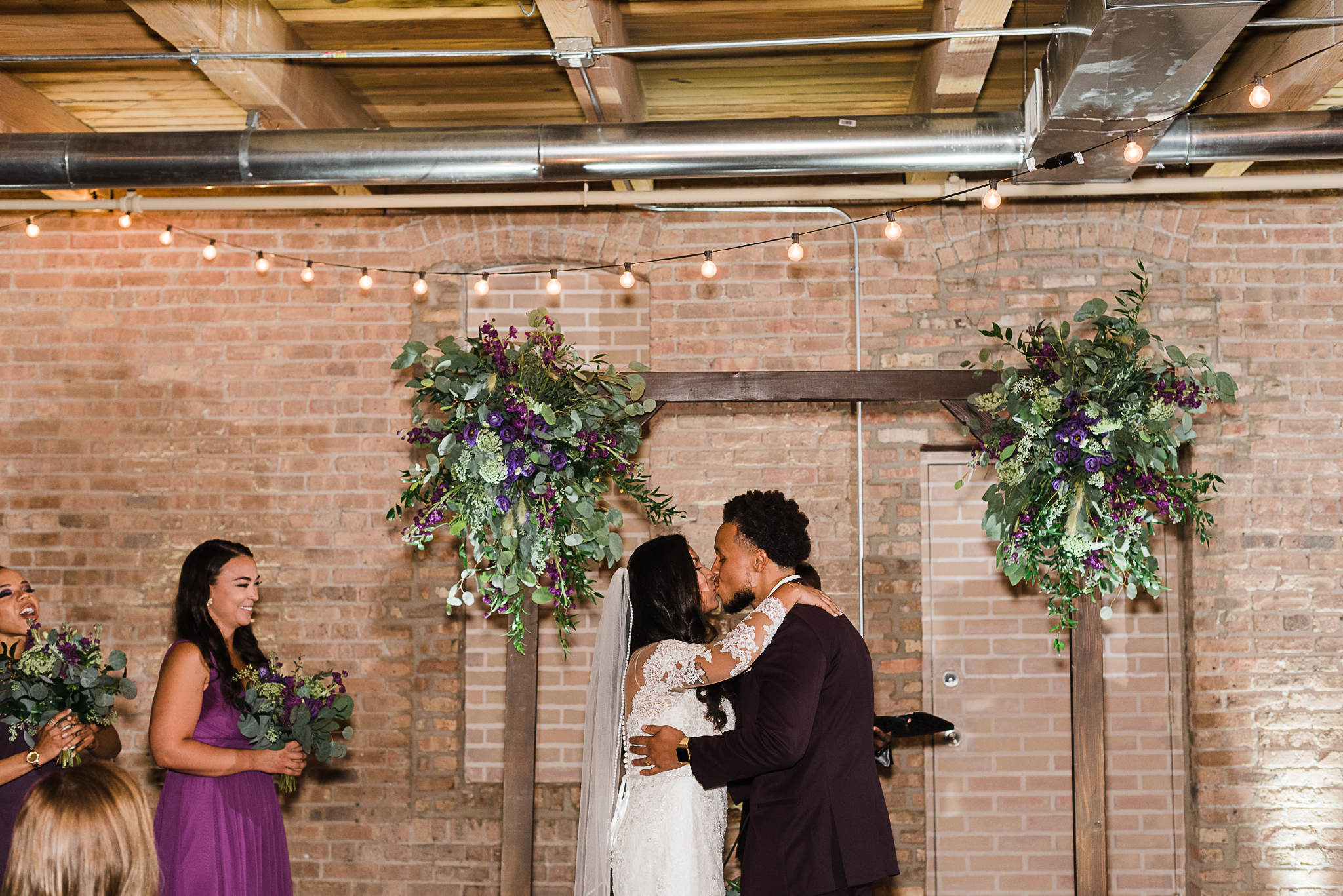 chicagoweddingphotographer_lacunalofts-1076.jpg