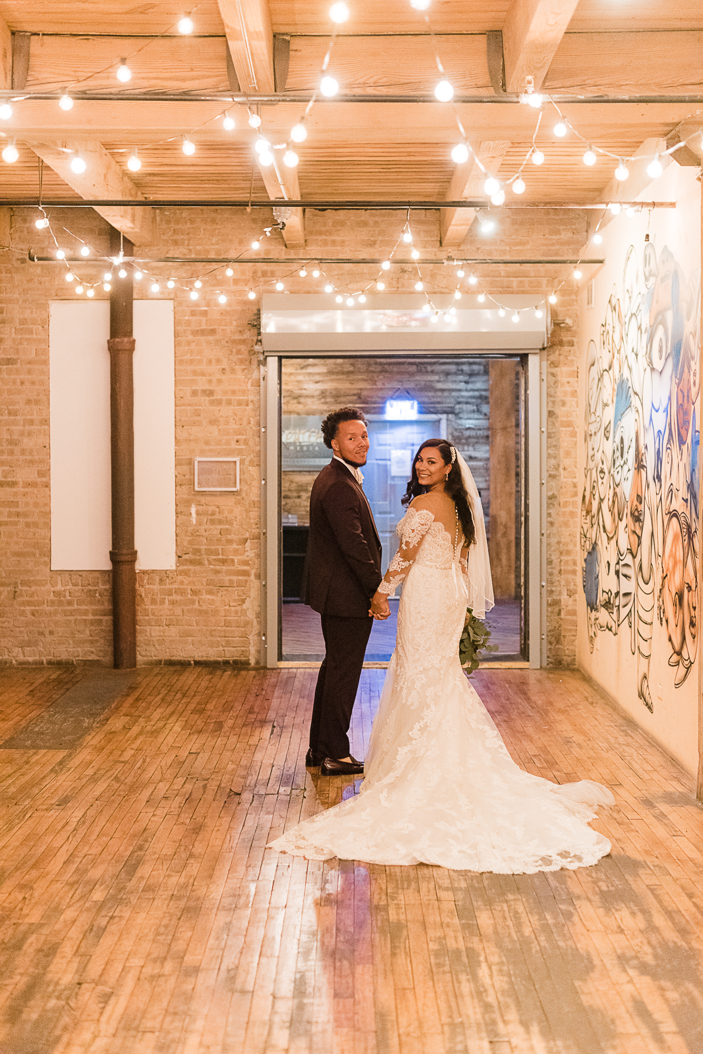 chicagoweddingphotographer_lacunalofts-1081.jpg
