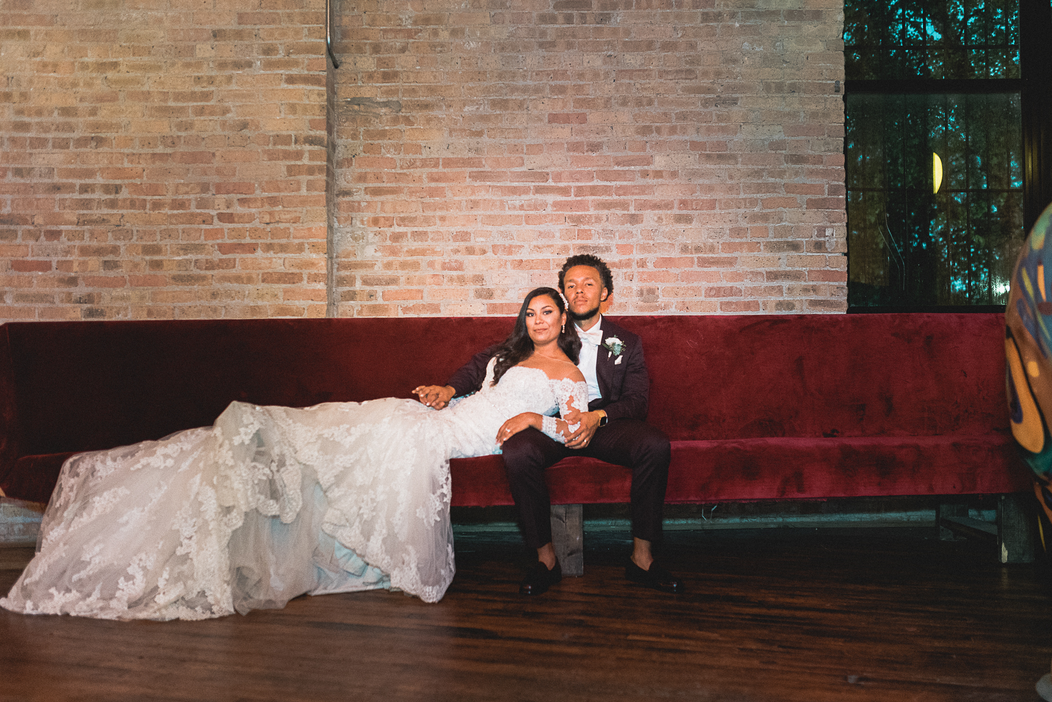 chicagoweddingphotographer_lacunalofts-1084.jpg