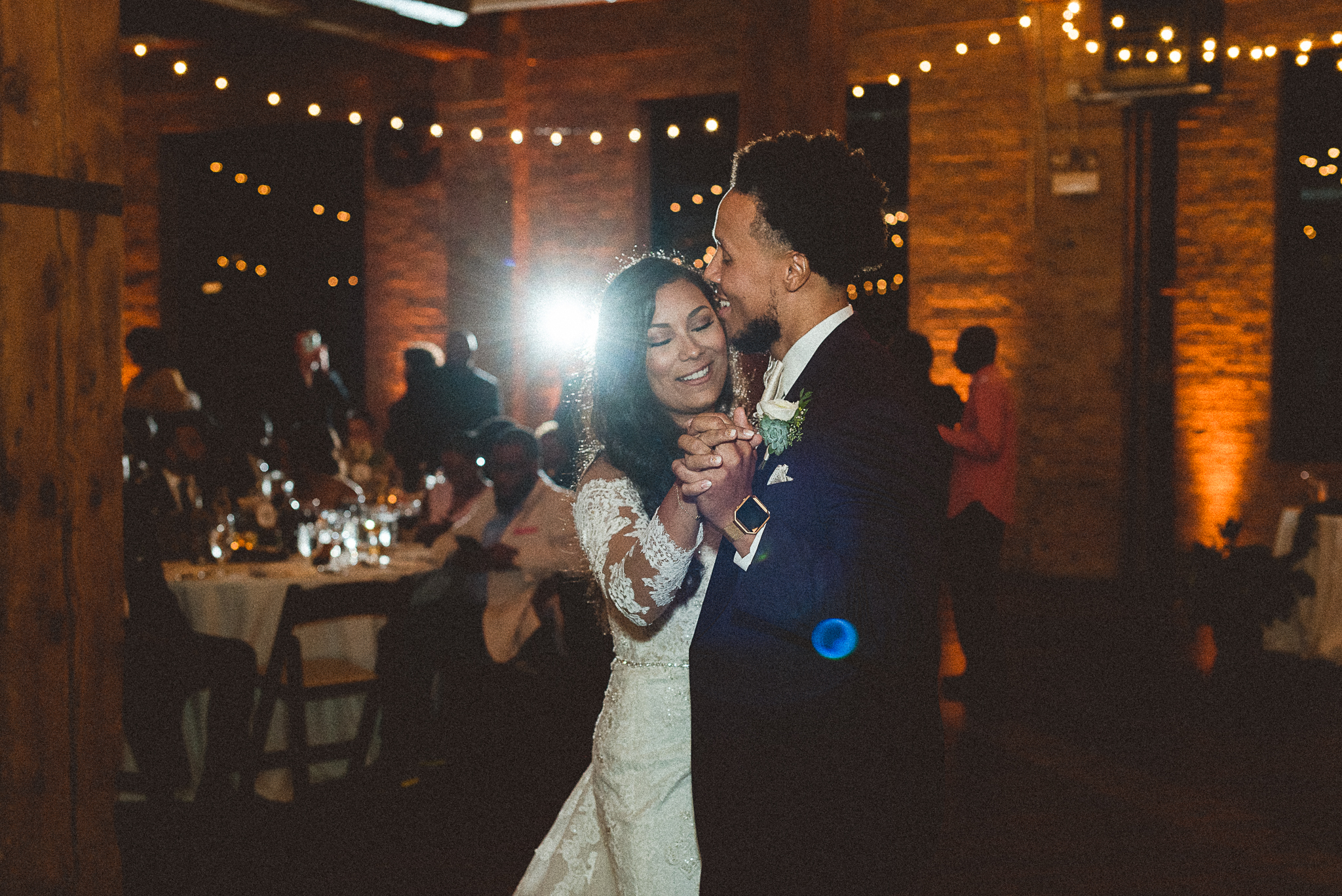 chicagoweddingphotographer_lacunalofts-1095.jpg
