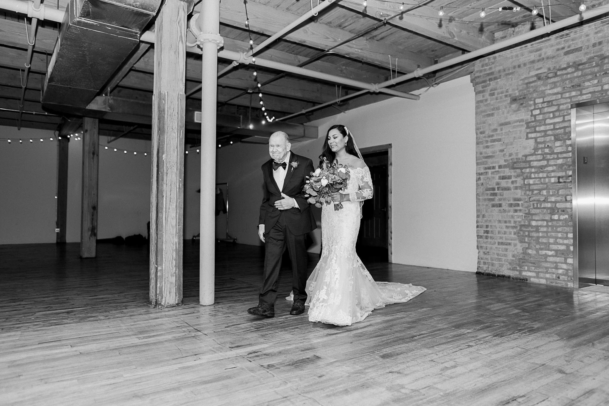 chicagoweddingphotographer_lacunalofts-1.jpg