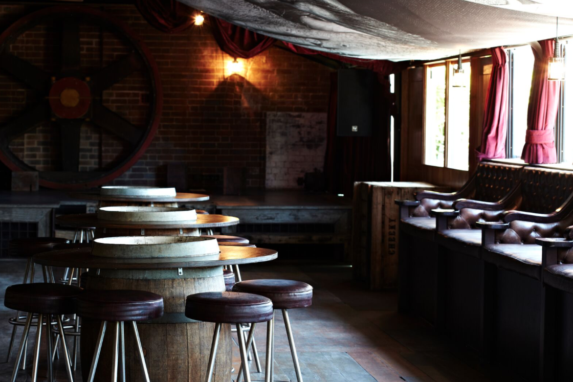 Hotel Steyne Moonshine Bar