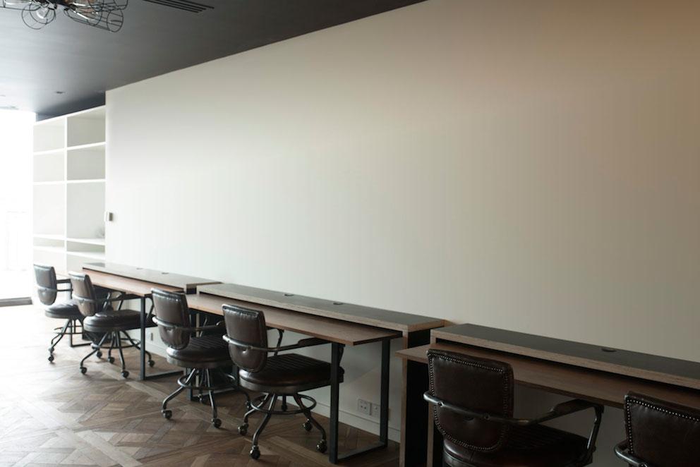 Gaming-area-white-walls-v1.jpg