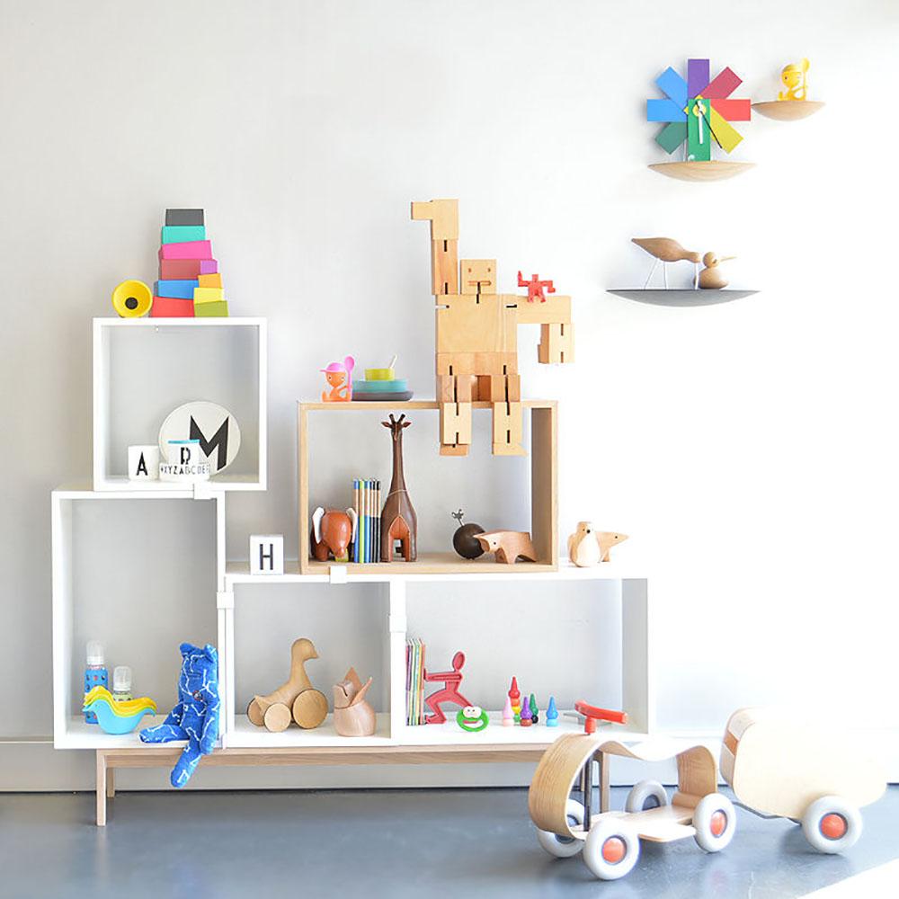 73604149336-muuto_stacked_shelving_system_kids_crows_nest_showroom_800.jpg