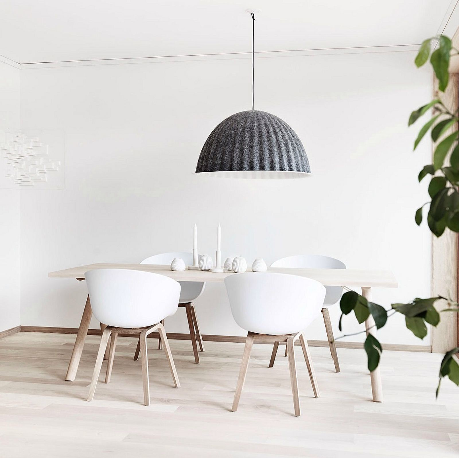muuto_under_the_bell_pendant_lamp_designstuff.jpg