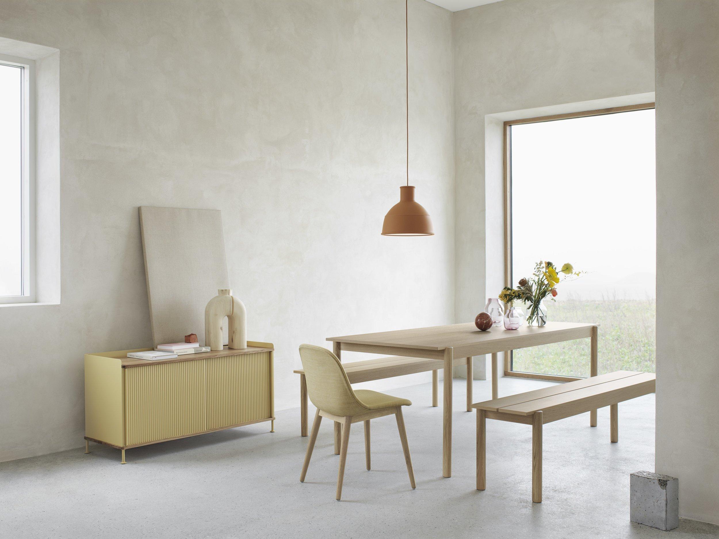 Linear Wood Table - 設計師 THOMAS BENTZEN 所設計的作品。線性的木表展現出現代而低調的形式,保有木材特有的樸實的美感,優雅的直觀的線條細節,為木制傢俱帶來了簡單而優雅的視角,帶來溫暖友好的情感,微妙的設計將木材轉化輕盈優雅的鮮明特點,將現代主義與傳統的設計相結合,堪稱為現代斯堪的納維亞設計。