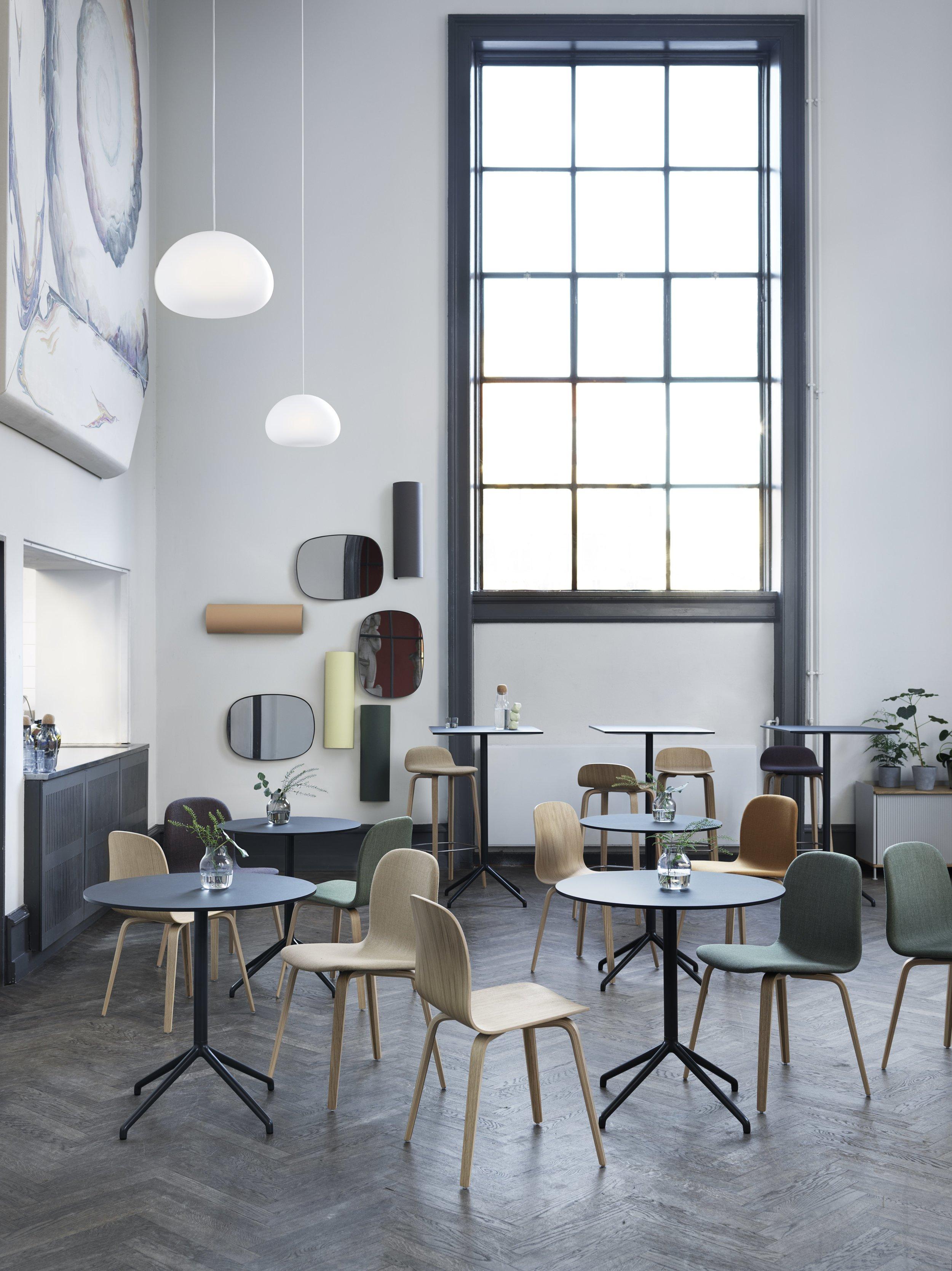 Still Café Table - 有著簡單的外表和卓越便利功能設計的 Still Café Table,可在不同的高度上提供圓形或方形的桌面,無論是任何廚房、咖啡廳、餐廳、酒吧、會議或辦公環境,Still Café Table 都優雅詮釋。