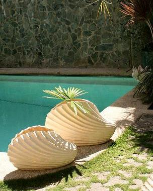 CLAM SHELL PLANTER