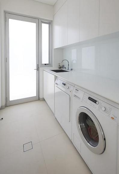 HINGED DOORS laundry