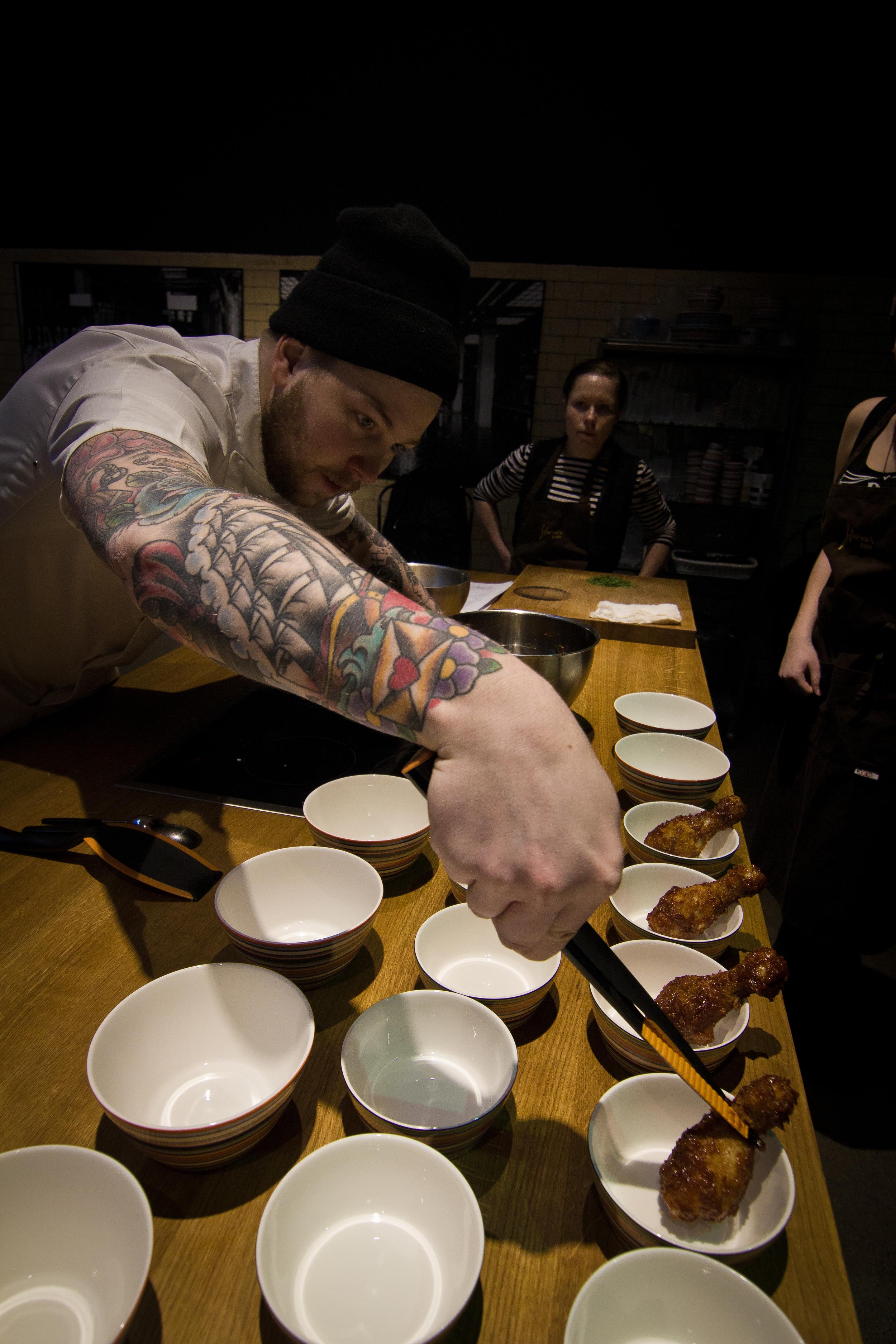Teemu Laurell Hella Foodissa (Kuva: Ville Tikkanen)