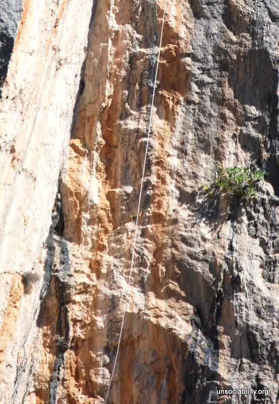 El misterio de la cuerda en la pared de enfrente