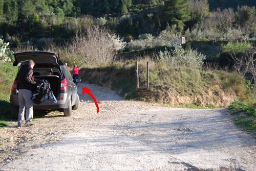 Aquí dejamos el coche (¡no entorpecer el paso!)