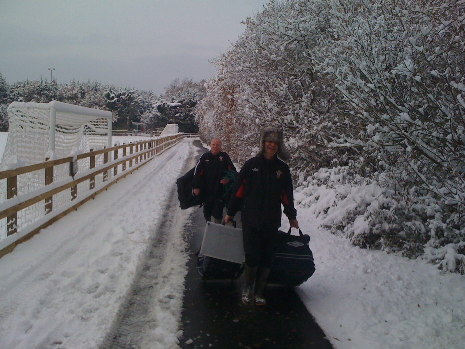All kinds of weather the kit gets through ! Mark and Dave doing a fantastic and tireless job at Southampton in 2010/2011 winter @KitmanForbsey @Southampton