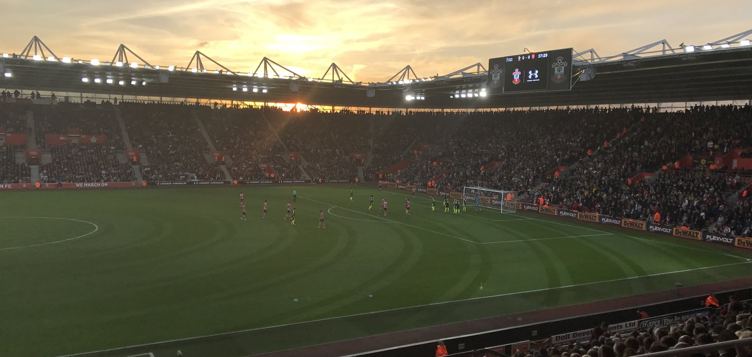 A beautiful evening to watch the sunset at St.Marys as Southampton play hosts to Arsenal, who are set up zonally to defend a Saints corner.