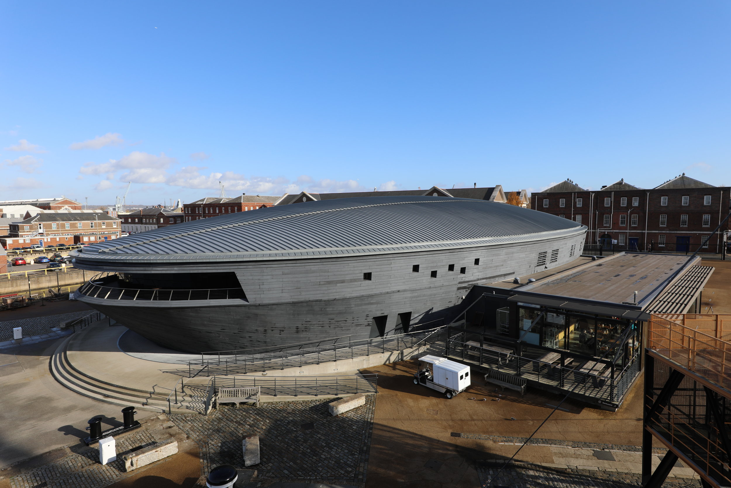 Mary_rose_museum_exterior(Wikimedia-Commons).JPG