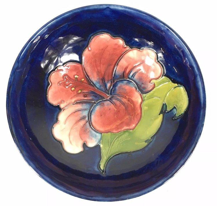 Vintage Moorcroft Hibiscus Pattern Footed Bowl 14cm In Diameter