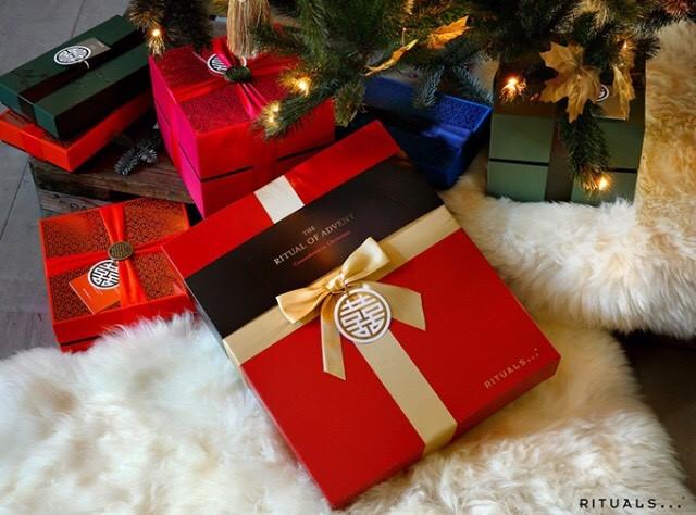 Passa på och handla julklapparna hos oss! Ge bort en lyxig Ritualsbox till någon du håller kär.