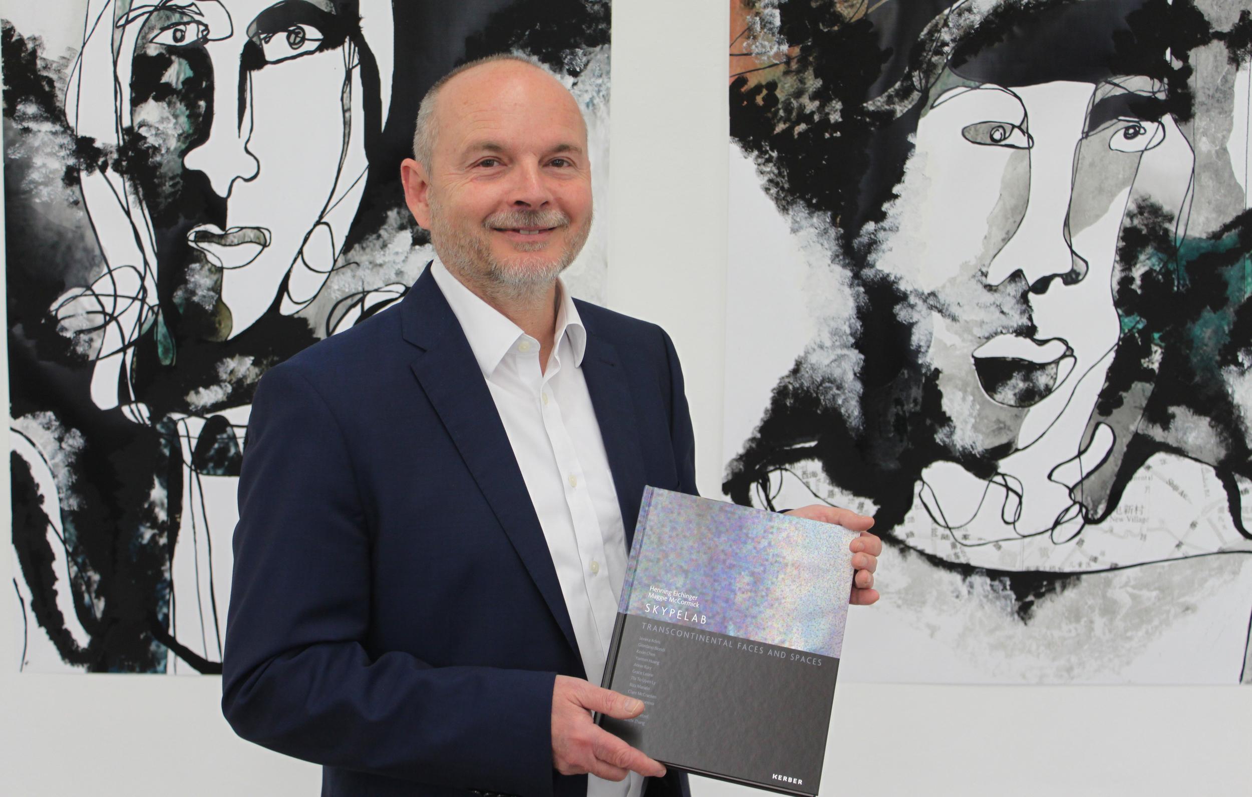 Prof. Henning Eichinger presenting the second publication, April 10, 2016,  Staedtische Galerie, Reutlingen , Germany. Photo: Simone Löffler