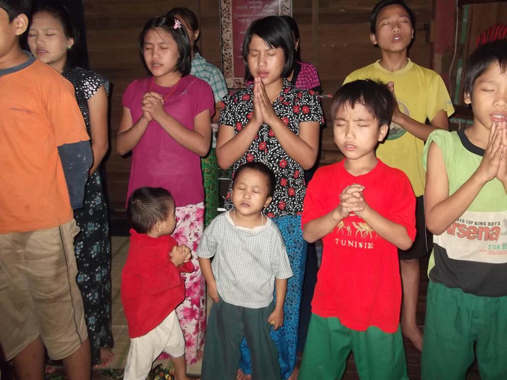 children praying (Copy).jpg