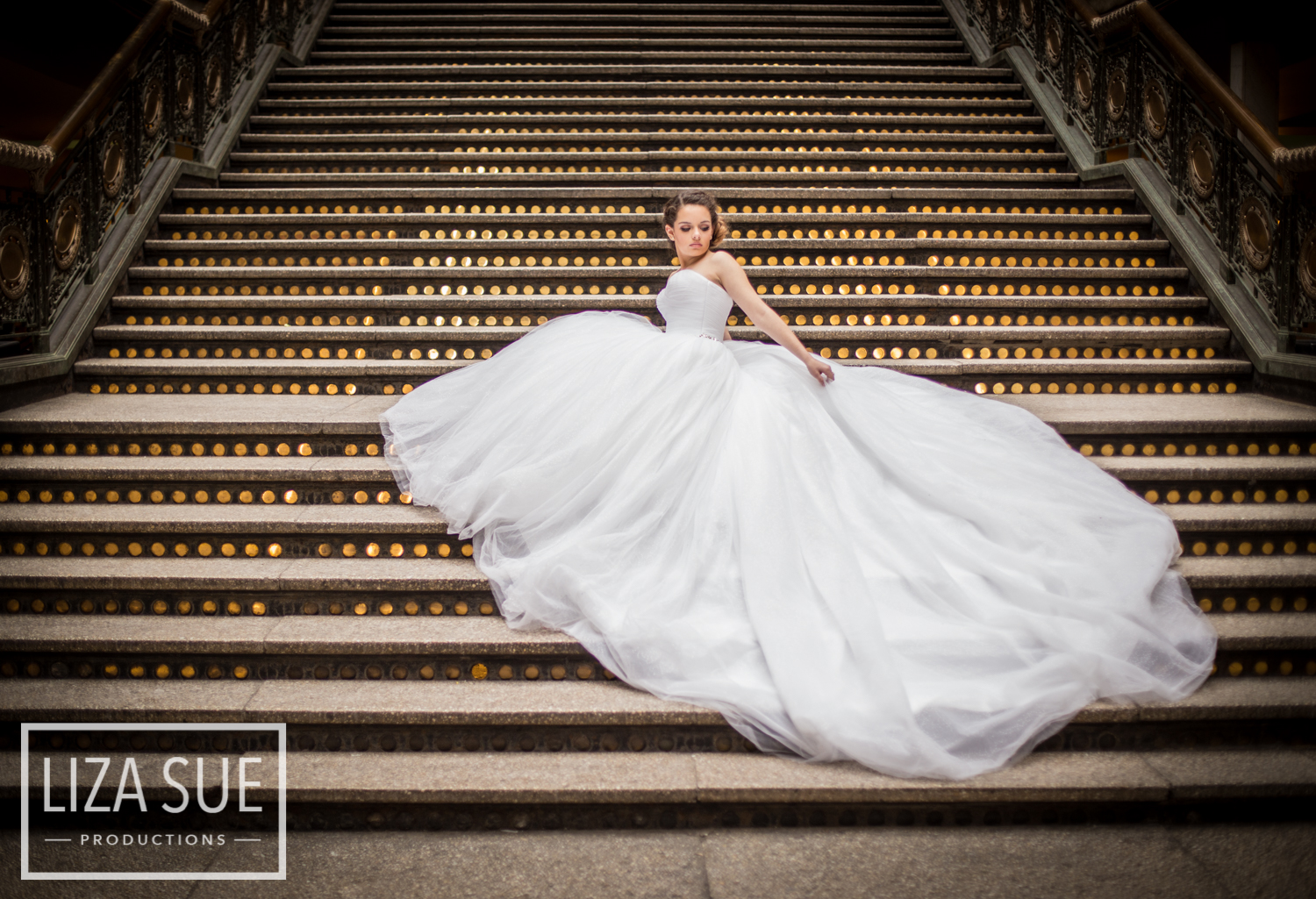 the hyatt downtown cleveland senior portraits white gown