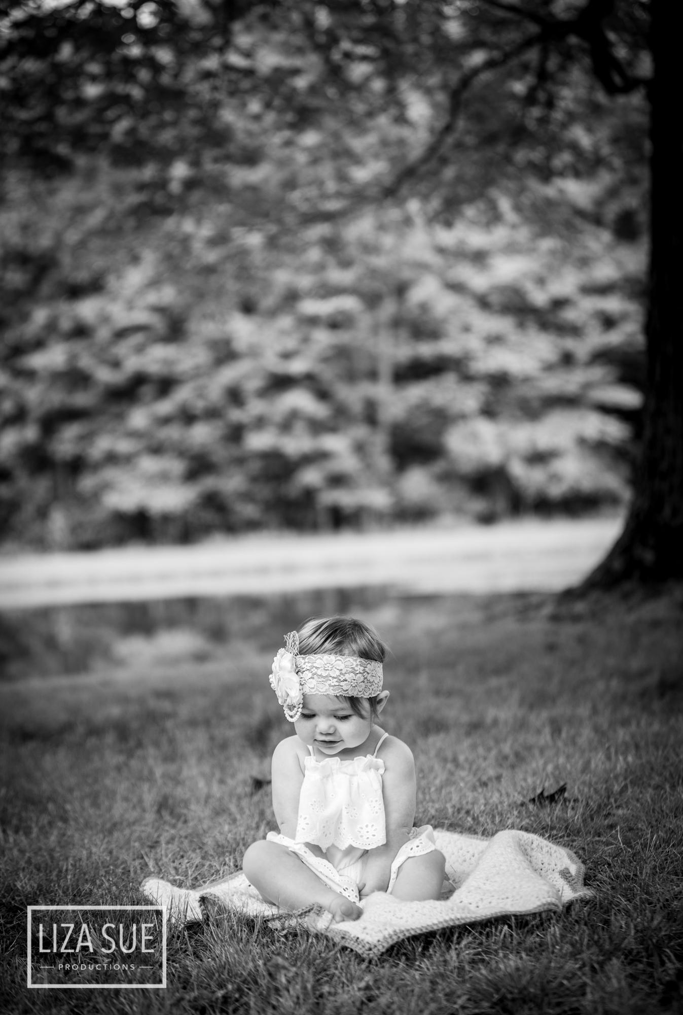Cleveland Akron best Photographer infant baby lifestyle