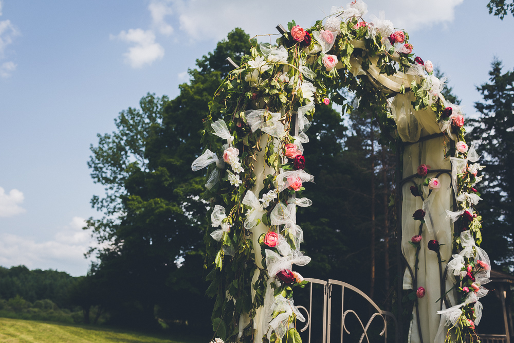 DIY Wedding Ceremony Backdrop Flowery Vintage