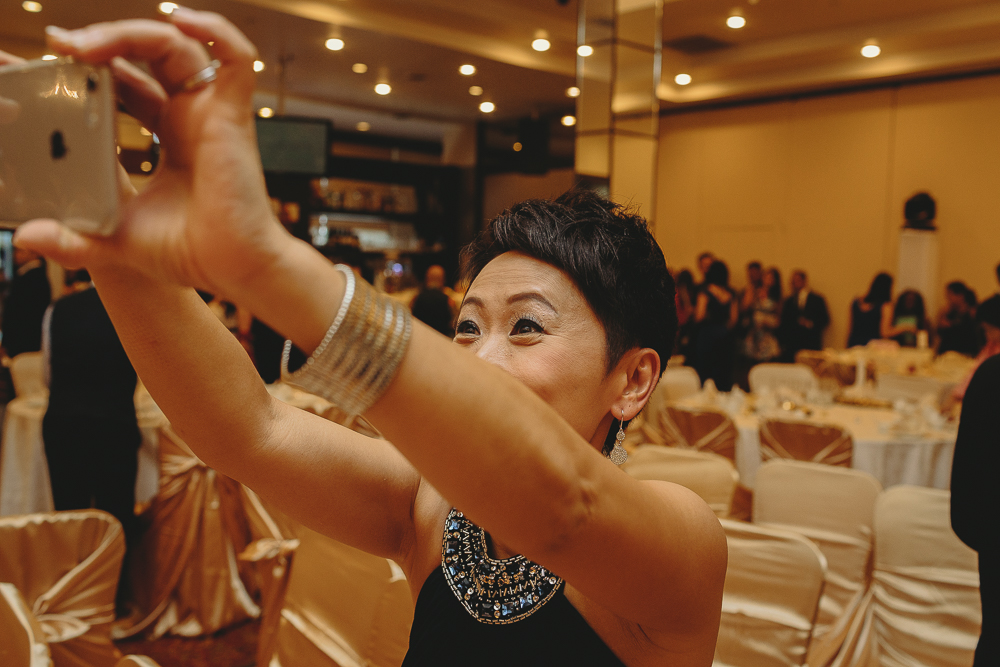 candid documentary wedding photographer