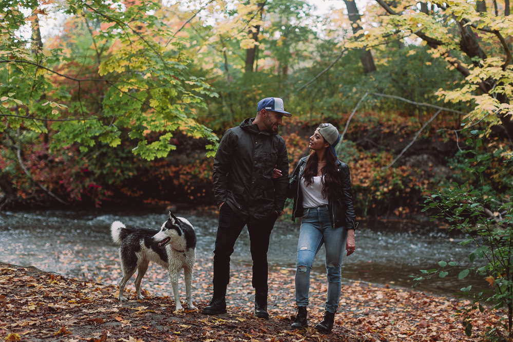 toronto engagement photographer - engagement photos with dogs