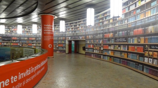 Digital-library-in-Bucharest-underground-1-526x295.jpg