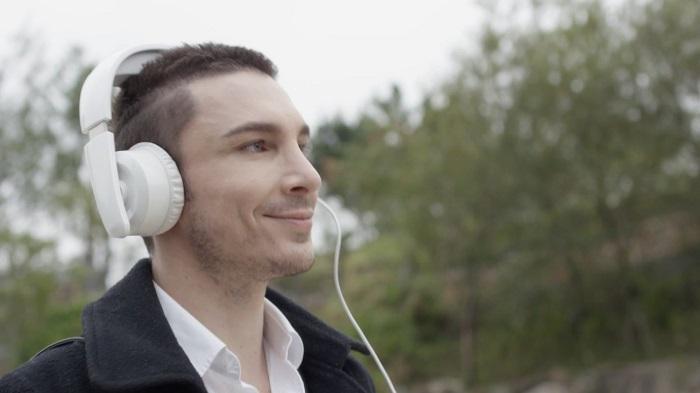 20150316213300-mask_feature_headphones_too.jpg