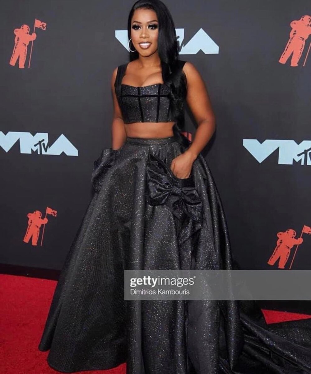 - https://www.essence.com/fashion/see-our-favorite-fashion-moments-at-the-2019-mtv-vmas/https://www.vogue.com/slideshow/mtv-vma-red-carpet-celebrity-fashion-live-2019https://www.vogue.com/slideshow/mtv-vma-red-carpet-celebrity-fashion-live-2019