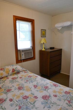 Lucky Horseshoe Cabin #20 - Interior Bedroom.JPG