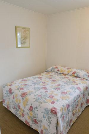 Lucky Horseshoe Cabin #20 - Interior Bed.JPG