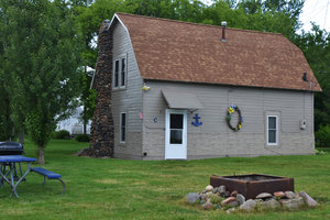 Lucky Horseshoe Cottage #16 - Exterior.JPG