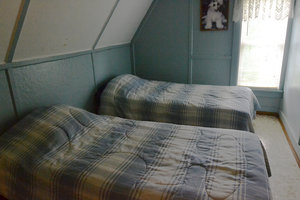 Lucky Horseshoe Cottage #16 - Interior Bedroom Twin Beds.JPG