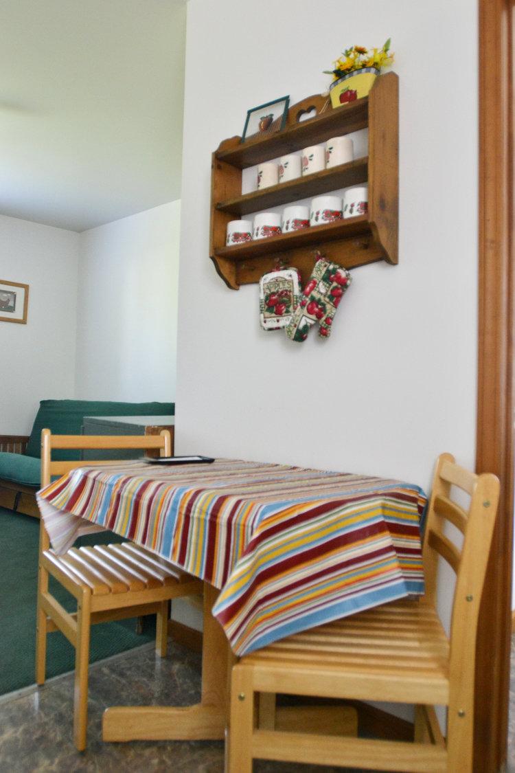 Blue Spruce Motel - Suite Number 7 - Dining.jpeg