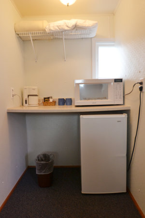 Lucky+Horseshoe+Room+#25+Barrier+Free+-+Interior+Living+Area.jpeg