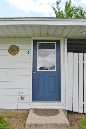 Lucky+Horseshoe+Room+#23+-+Exterior.jpeg