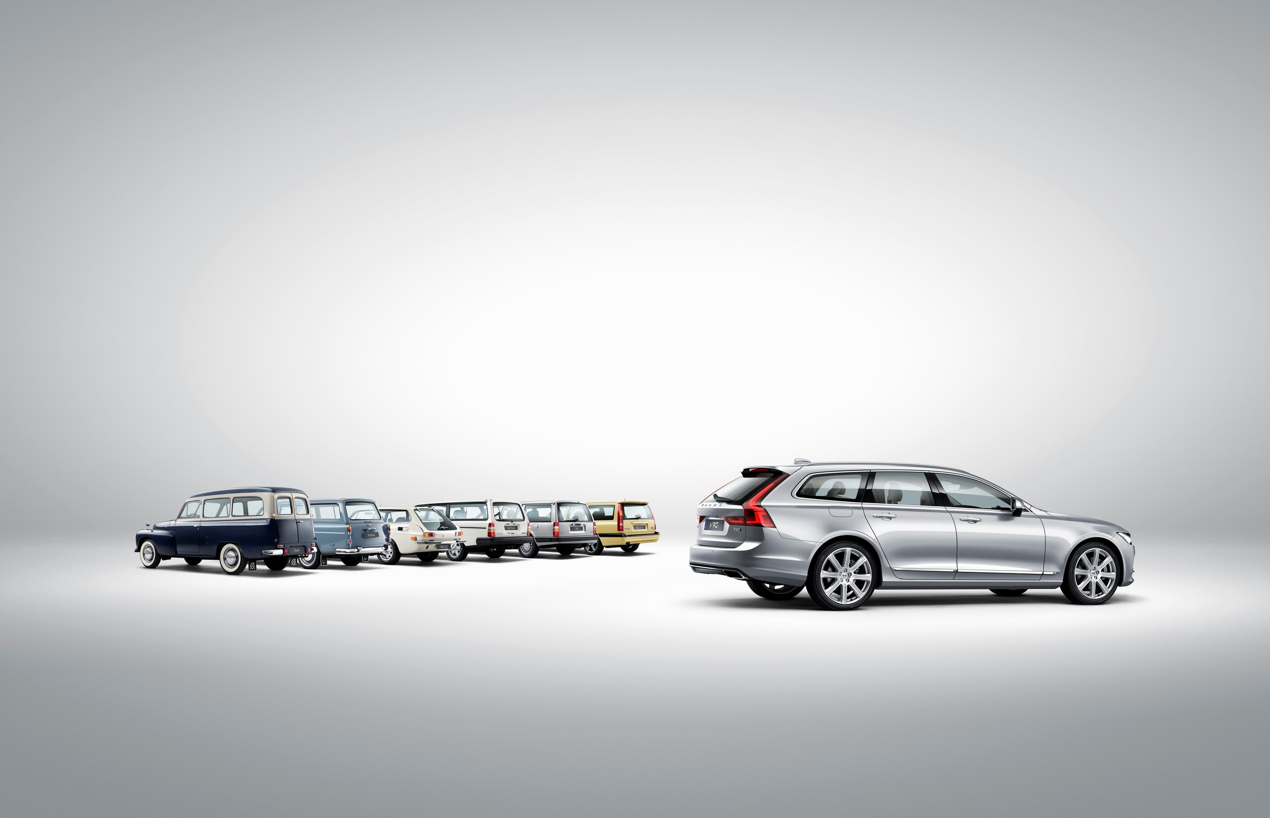 174118_Volvo_V90_and_a_historical_line_up_of_Volvo_estate_models.jpg