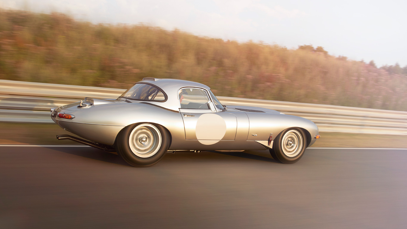 Jaguar_LWE_Tracking_06_1366_tcm76-162996_desktop_1366x769.jpg