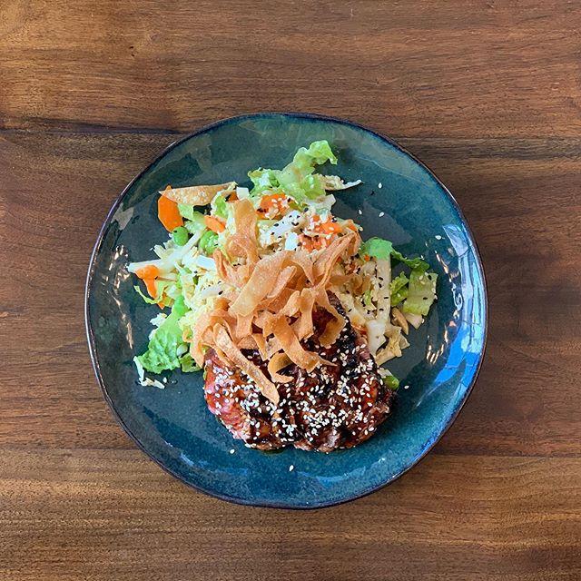 NEW SALAD 🚨 ALERT!! Steak, sesame, wonton, edamame, napa, carrot, water chestnuts, ponzu and Love!