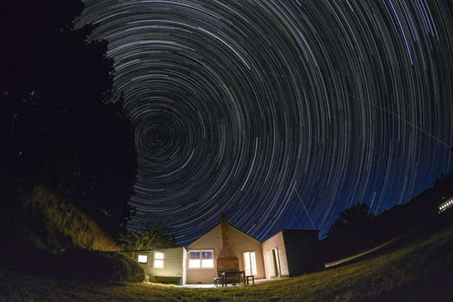 This amazing image was taken by a keen visiting photographer. #starrynight #clearskies #lakeheronstation #lakeheroncottage