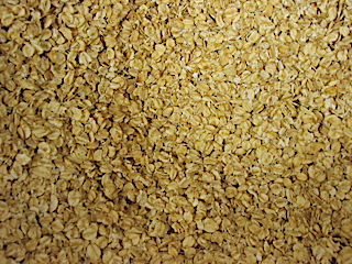 Oat protein:   a well-known skin soother    ewg = 1