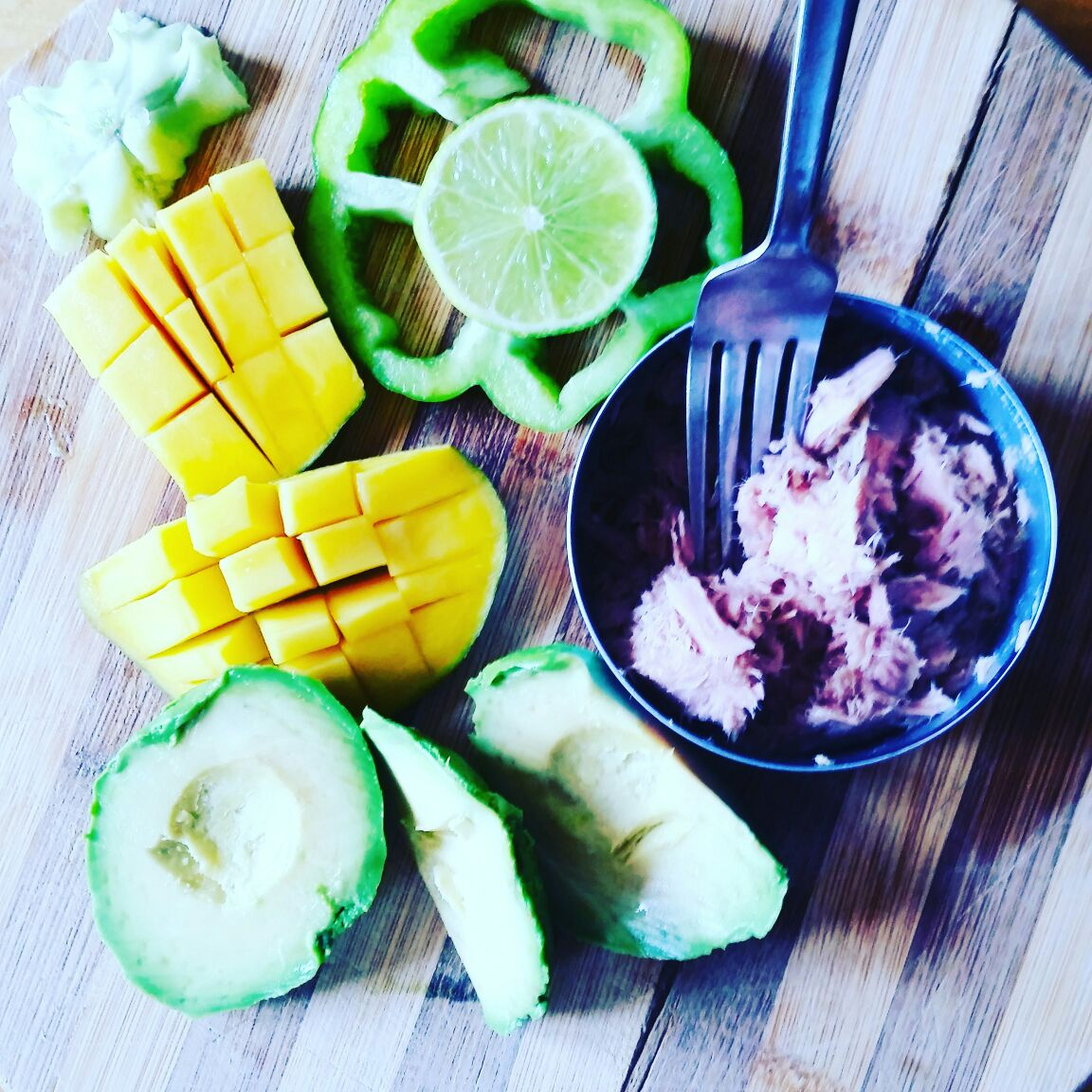 Real Simple - Tuna, Avocado, Mango & Green Pepper. EAT FOR FUEL!!!