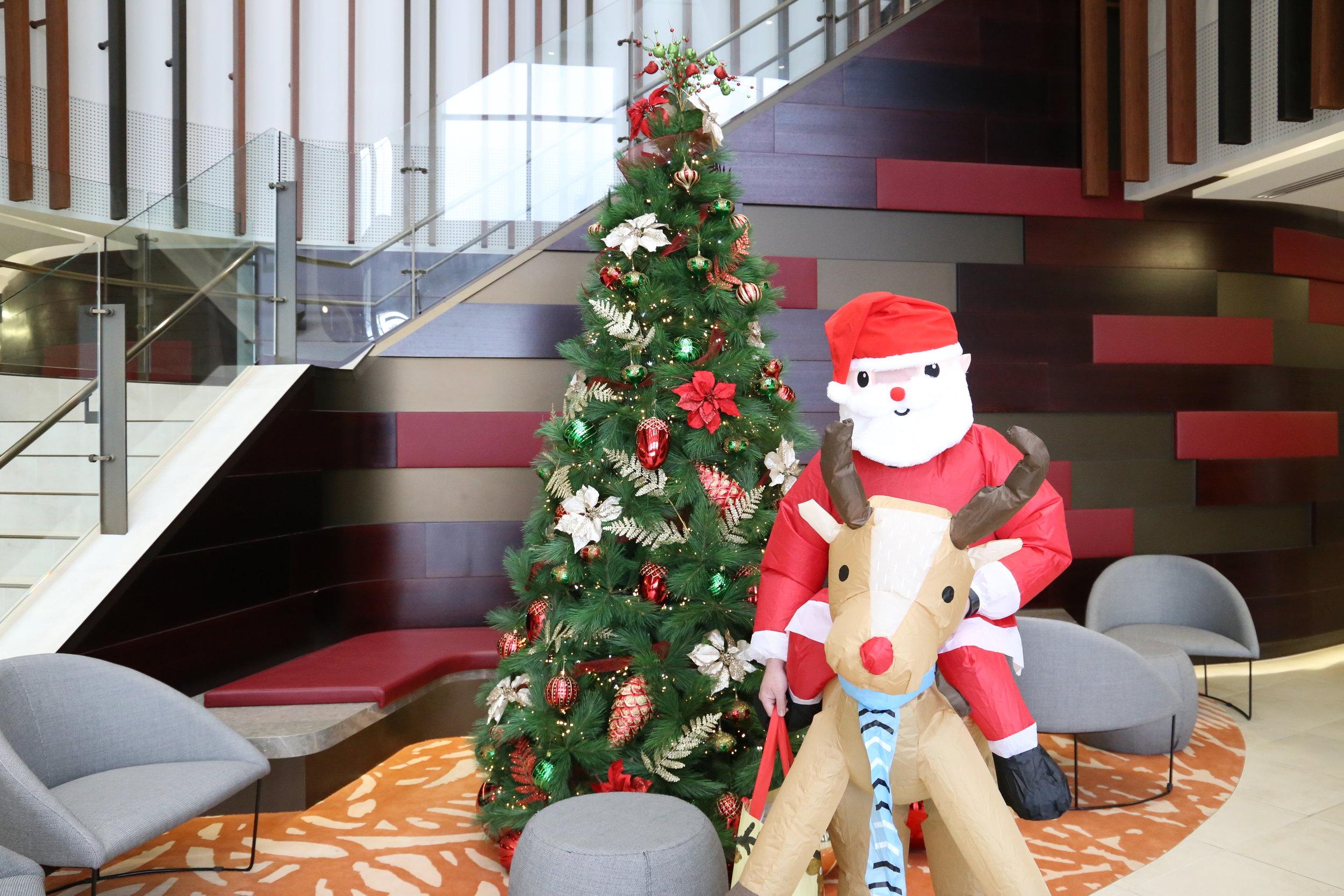 Santa visits EG 005.JPG