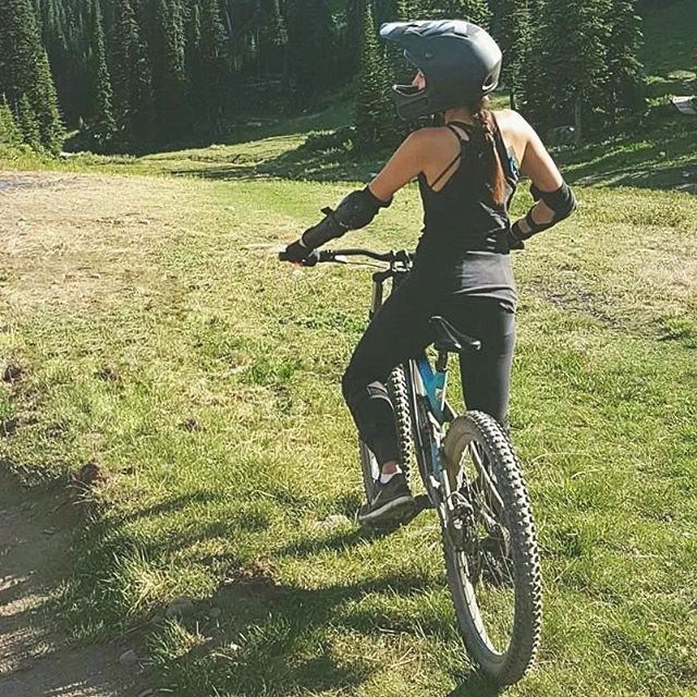 Who else is ready for the weekend? 🙆 Going downhill mountain biking and am ridiculously excited! Anyone up to anything they're super stoked for?