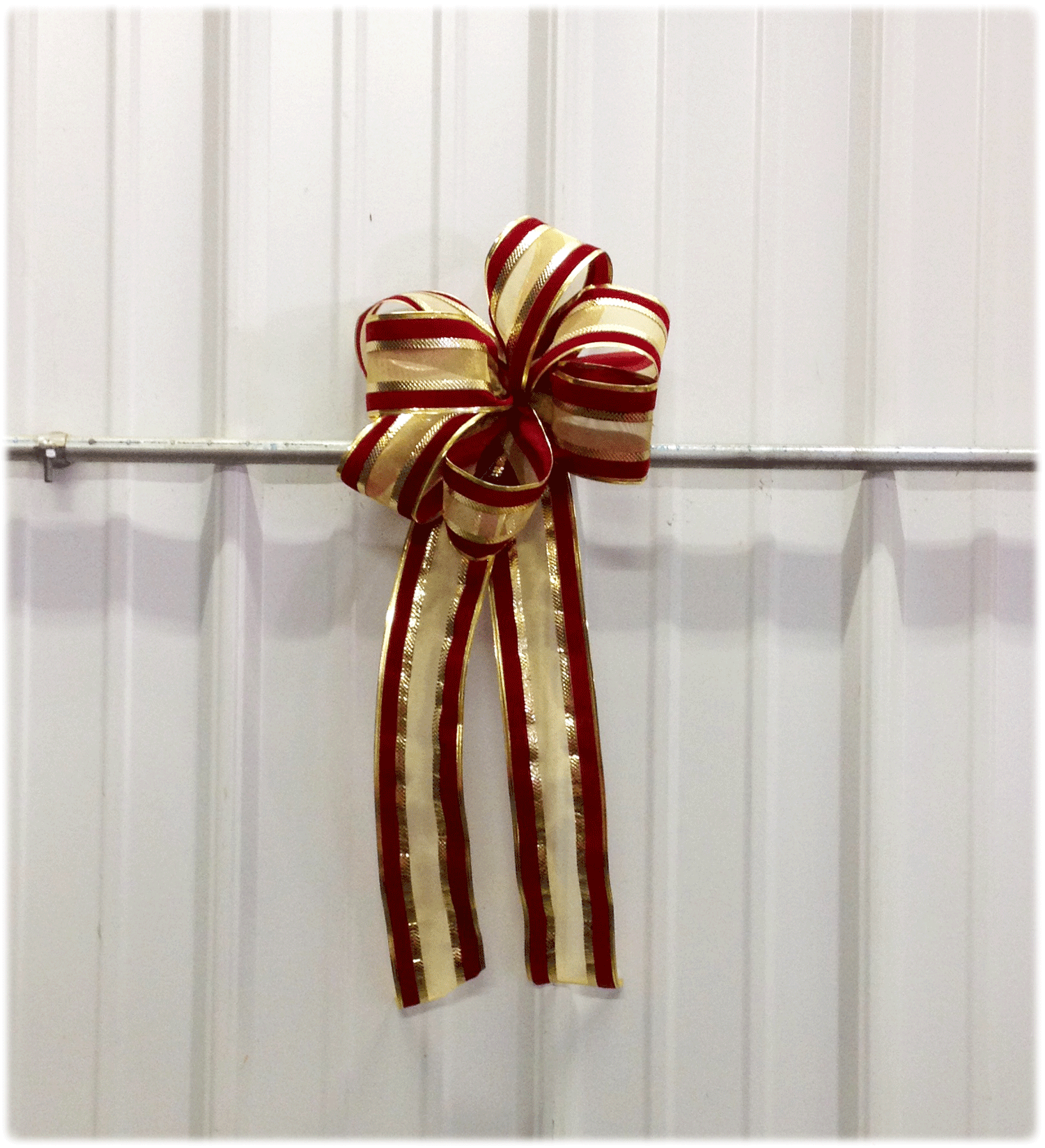 Gold-Red-Wreath-Bow-v2.png